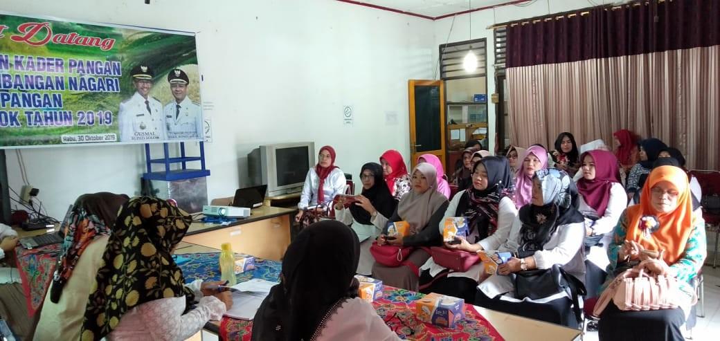 Pelatihan Kader Pangan pada Kegiatan Desa Mandiri Pangan di ruang Pertemuan Dinas Perikanan dan Pang