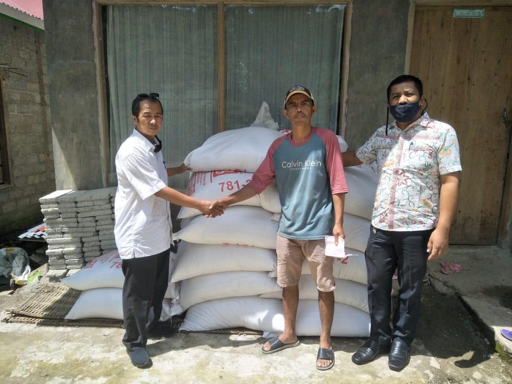 Pendistribusian benih dan pakan ikan llele di Pokdakan batang Kandih Nagari Surian
